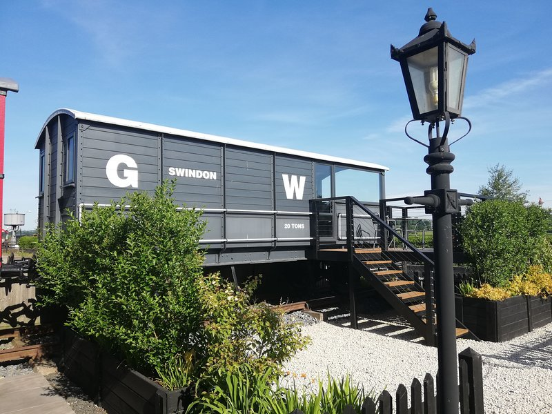 GWR Toad - converted train carriage - trainline 20ft away - watch steam trains, vacation rental in Rolvenden