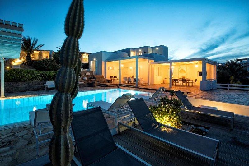 Villa Hatzidakis Mykonos / private pool-5 min. walking from the beach, holiday rental in Kalafatis