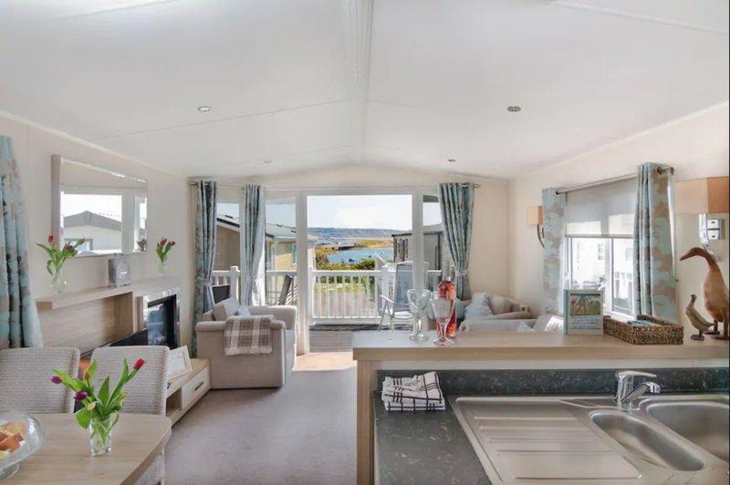Fleet Retreat over looking Portland, Chesil Beach and the Fleet Lagoon, holiday rental in Weymouth