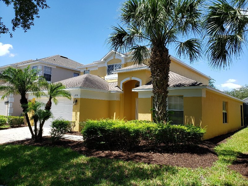 Disney Family Villa pool/spa/games room, 5 bds 4 bathrooms, 15 Mins to Disney, location de vacances à Kissimmee