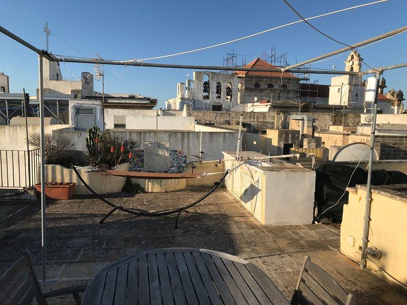 Terrazzo superiore, con vista mare e sulla cattedrale di Gallipoli
