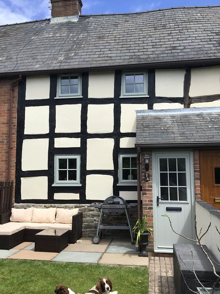 Black and White Holiday Cottage in Shobdon, casa vacanza a Adforton