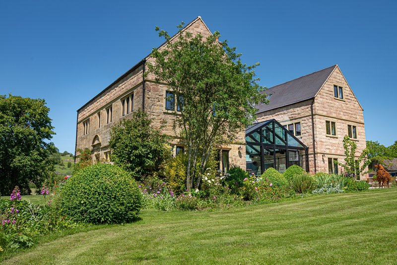 Luxury Country House for 20 people in Stunning Grounds, holiday rental in Wirksworth