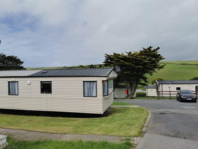 Casita....a home away from home..15 minutes walk to a glorious beach, holiday rental in Newquay
