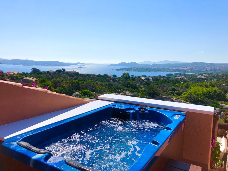 COTTAGE SMERALDA-5pax w/Jacuzzy Terrace Seaview by KlabHouse, aluguéis de temporada em Barrabisa