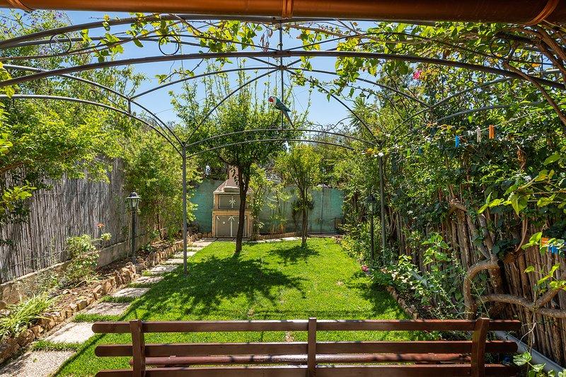 GREENHOUSE IN VILLASIMIUS, holiday rental in Simius