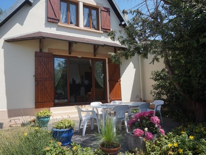Maison familiale pour 6 personnes à 200 m de la plage, casa vacanza a Merville-Franceville-Plage
