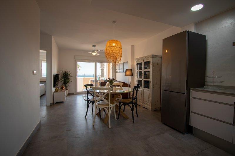 Apartamento en primera línea de playa, aluguéis de temporada em Tarifa