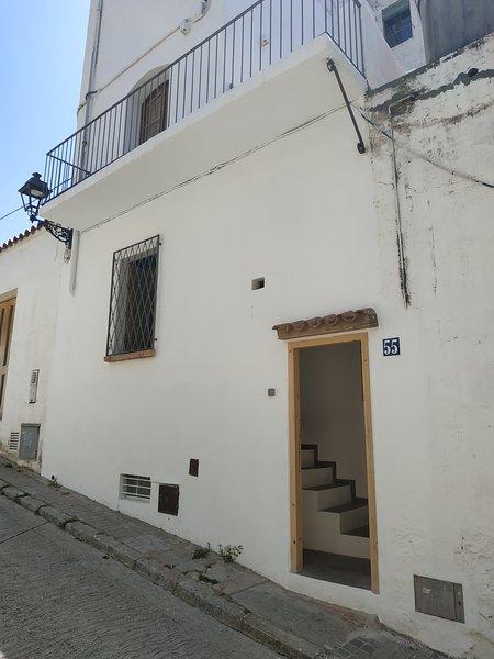 Apartamento de diseño cerca de tren, playa y BCN, location de vacances à Tiana