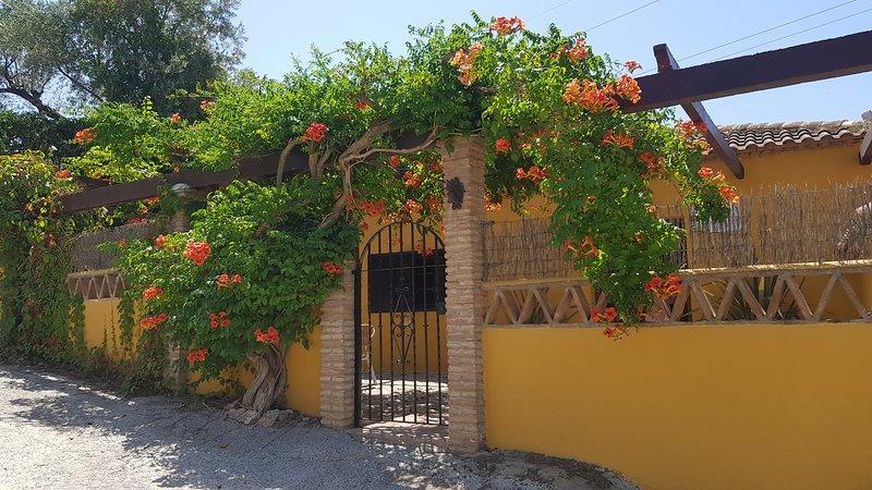 Casa Amarilla, holiday rental in Carataunas