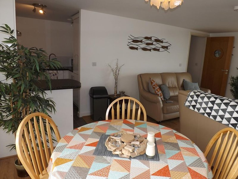 Ynys Lawd Holiday Apartment, vacation rental in Holyhead