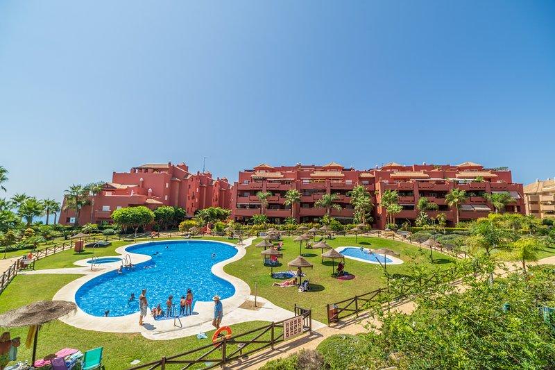 Strand appartement 6 persoons, 50 meter van zee en 5 minuten van boulervard., holiday rental in Torrox