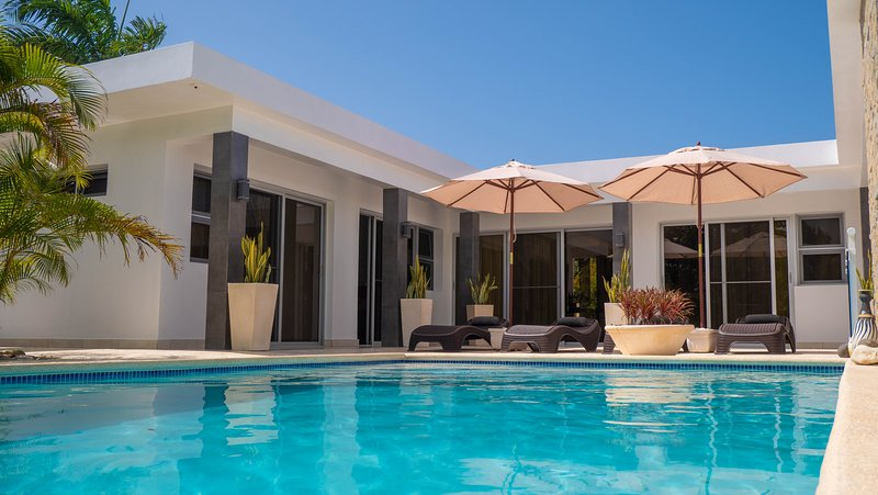 Villa AURORA - Modern vacation house for groups and families