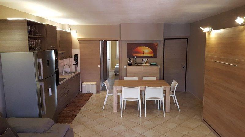 Stupendo trilocale con 2 bagni, terrazzo, giardino e Wi.Fi privato, holiday rental in Santa Teresa Gallura