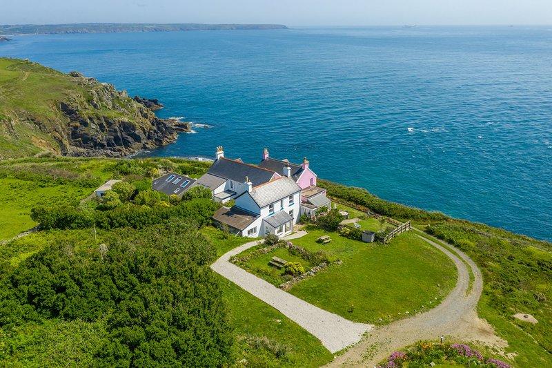 Coastal Cottage in The Lizard - sea views, coast path, amazing local beaches, casa vacanza a Lizard