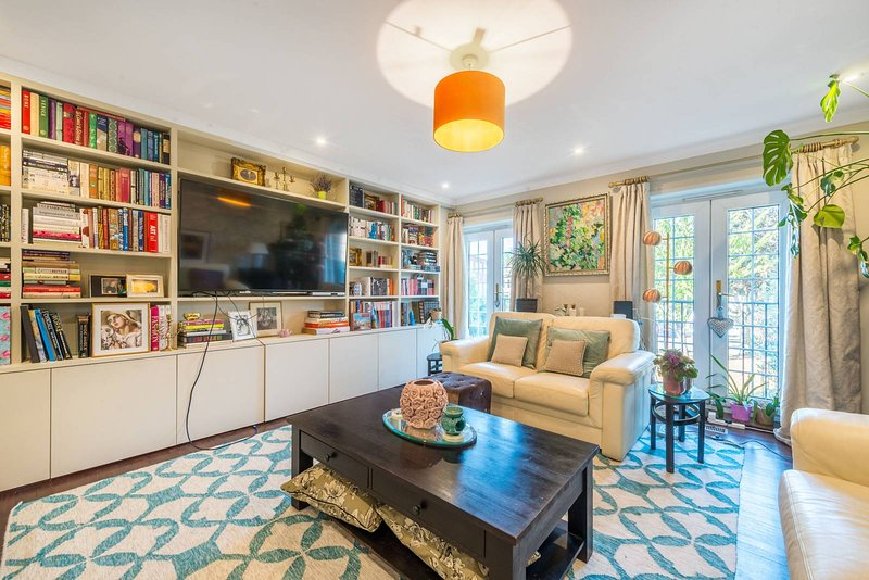 Large 2 bedroom house in KewGardens/Richmond, aluguéis de temporada em Richmond-upon-Thames