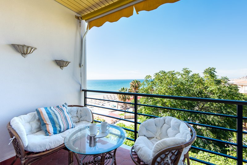 Beautiful Beachfront Studio, vacation rental in Torremolinos