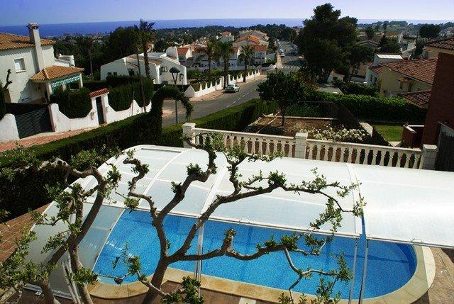 Cunit Villa Sleeps 6 with Pool - 5509379, vacation rental in L'Arboc