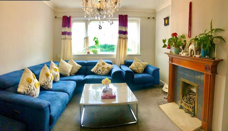 Stay at SHRINKHALA'S - Modern, Clean & Easy Access, holiday rental in Ickenham