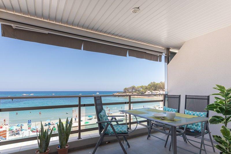 Apartamento Frentemar 2 - Costa CarpeDiem, vacation rental in La Llobella