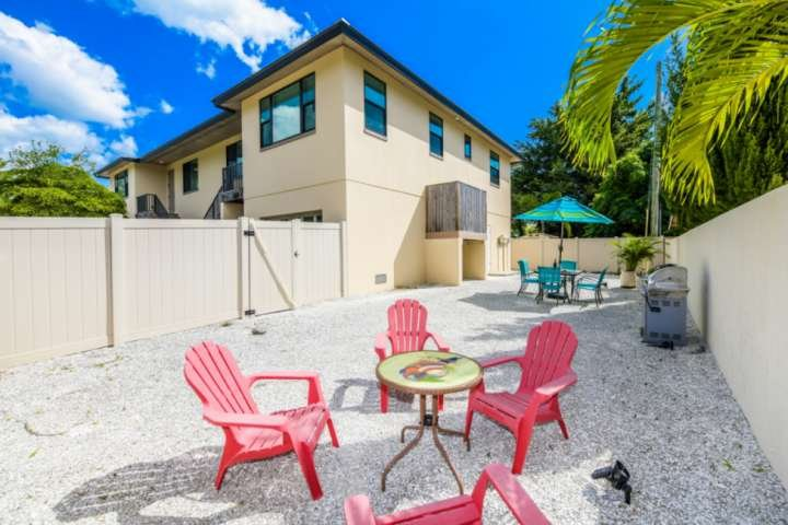 Beautiful! Walk to Lido Beach, Walk to Armand's Circle, Newer Build, Private Gar, holiday rental in Lido Key