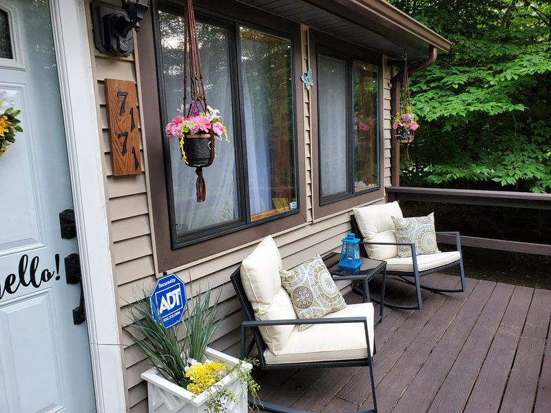 Poconos 'HAKUNA MATATA'  Home away from home, vacation rental in Tobyhanna