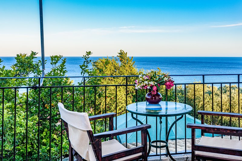 Eros cozy, panoramic sea view, perfect location, vacation rental in Koroni