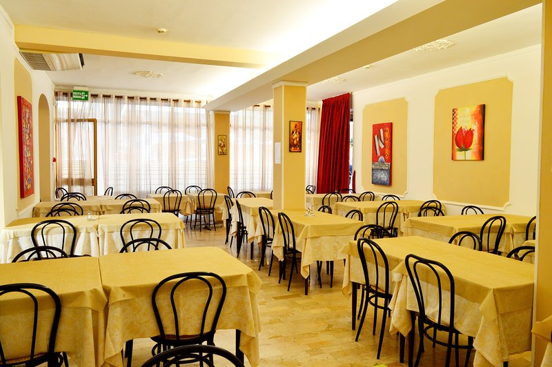 New Hotel Cirene Double room comfort with full pension package, aluguéis de temporada em Rivabella