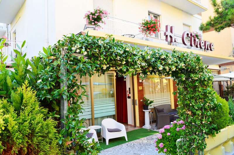 New Hotel Cirene Economy Single Room all inclusive br-lunch-dinner, holiday rental in Bellariva