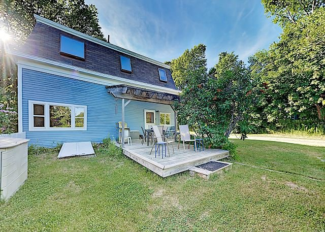 Marvelously Restored Home with Modern Upgrades & Garden Deck | Near Acadia, alquiler de vacaciones en Bar Harbor