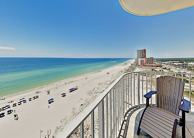 Gulf-Front Summerchase Condo with Pools, Hot Tub & Wraparound Balcony, location de vacances à Orange Beach