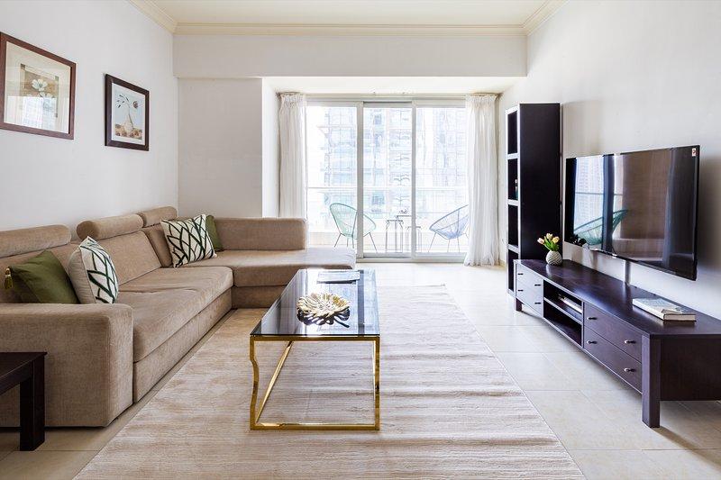 Elegant & Spacious 2BR Apartment In Dubai Marina, vacation rental in Jebel Ali
