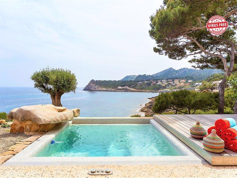 Mallorca front line villa sea access 4/6 pax, holiday rental in Font de Sa Cala