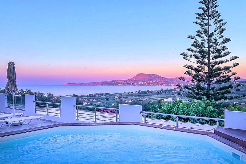 Casa di Creta with Heated Jacuzzi Pool & Sea View, vacation rental in Kalyves