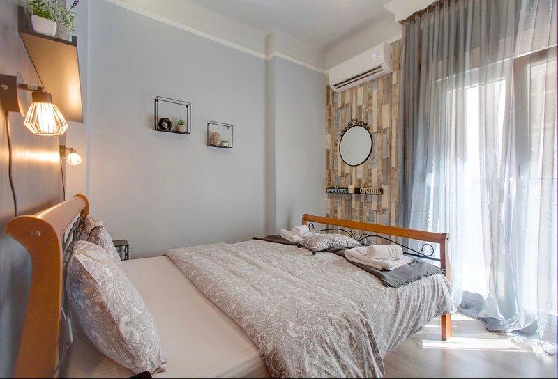 Sonia's central jacuzzi apartment, alquiler de vacaciones en Agios Pavlos