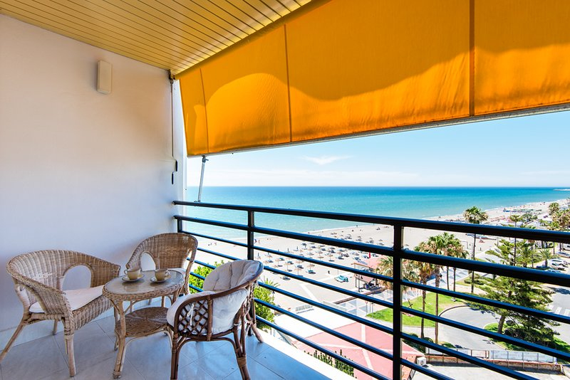 Stunning Beachfront Studio, vacation rental in Torremolinos