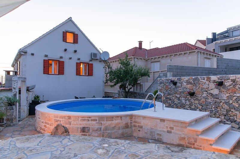 Holiday Home Villa Ragazza - Three Bedroom Holiday Home with outdoor Pool, casa vacanza a Donji Humac