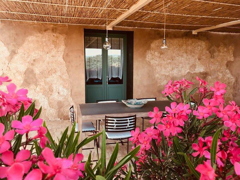 Case Graffeo - Casa delle Rose in Campagna a Menfi con vista Mare in Sicilia, holiday rental in Santa Margherita di Belice
