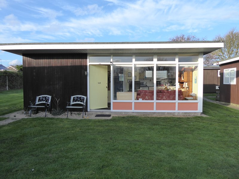 Comfortable and welcoming family holiday chalet in Stalham Norfolk, location de vacances à Lessingham