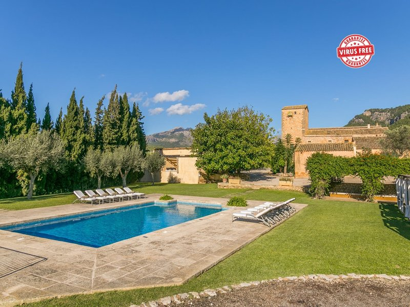 Historical house Mallorca pool wifi aircon/heat, holiday rental in Es Capdella