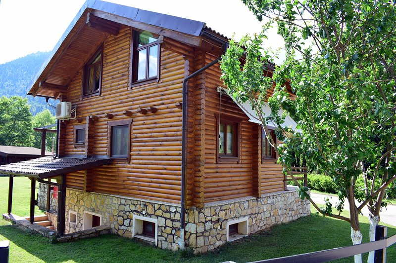 Hideaway Chalet III with Fireplace and Sauna, vacation rental in Evrytania Region