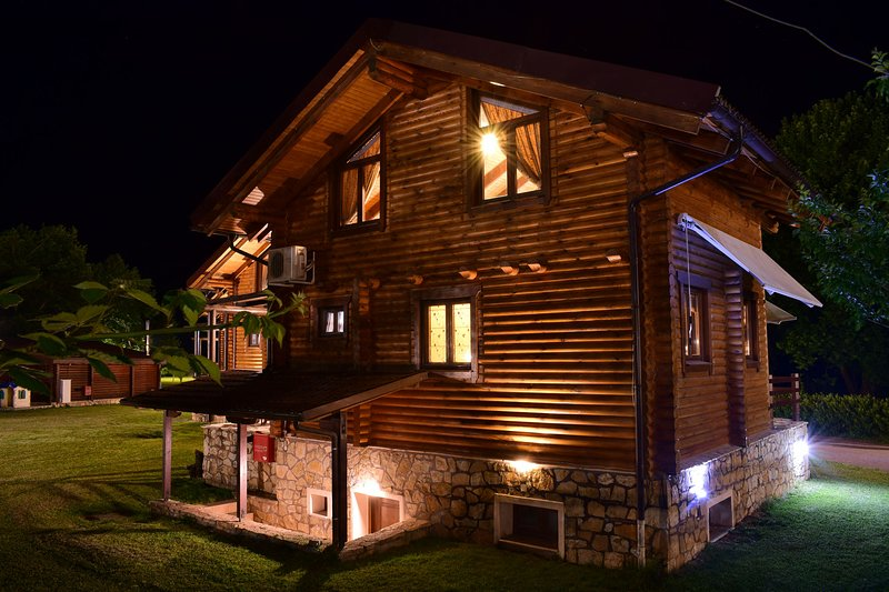 Hideaway Chalet I - Fireplace and Mountain View, casa vacanza a Krikello