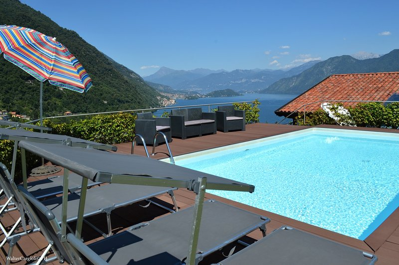 Villa Azuleja, amazing view on the lake and private pool, vacation rental in Dizzasco