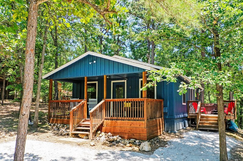 NEW! 'Paddles Up' Broken Bow Getaway w/ Hot Tub!, holiday rental in Eagletown