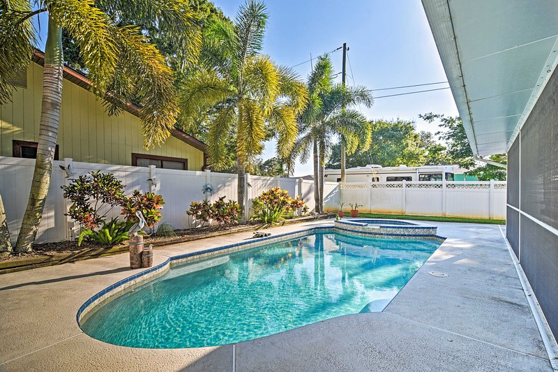 NEW! Sunny Seminole Home w/Pool, 4 Miles to Beach!, location de vacances à Indian Shores