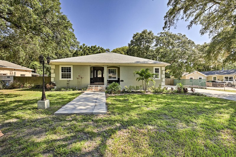 NEW! Tampa Oasis w/ Pool ~  7 Mi to Busch Gardens!, holiday rental in Carrollwood