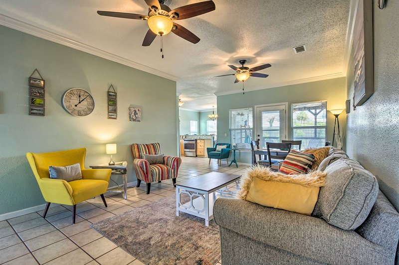 NEW! Family-Friendly PCB Home < 1 Mile to Beach!, holiday rental in Lower Grand Lagoon