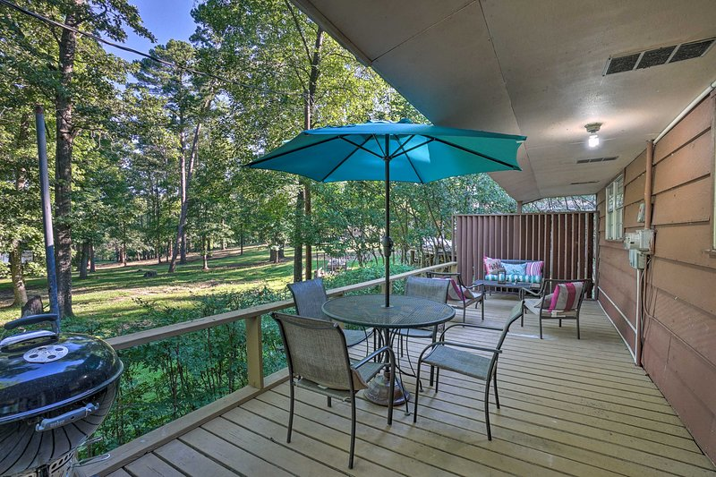 Lake O' the Pines Retreat w/ Water Access!, holiday rental in Avinger