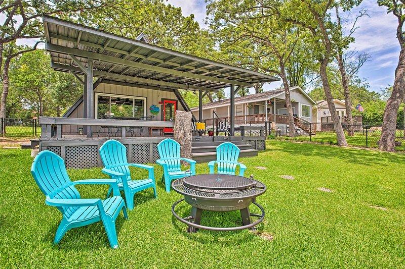NEW! A-Frame Cabin w/Dock + Bar on Cedar Creek LK!, location de vacances à Kemp
