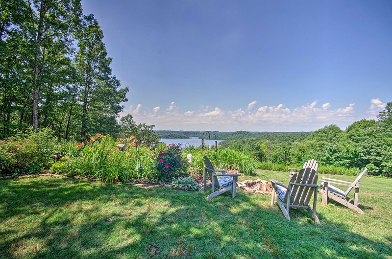 Mountain Home Apt w/ Fire Pit & Norfork Lake Views, aluguéis de temporada em Salesville